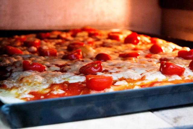 rosticceria pascarella pizza in the making